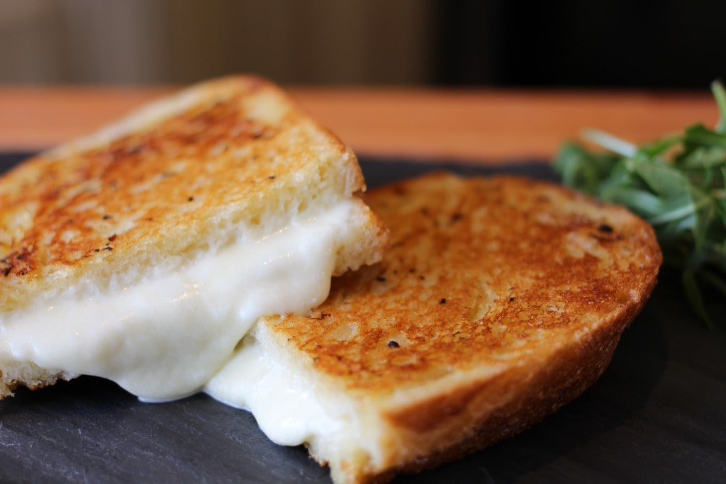 Grilled cheese au bagna cauda