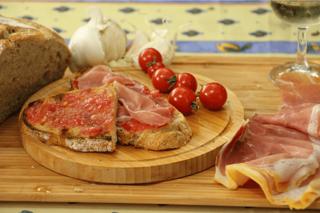 tapas espagnol pain frotté à la tomate