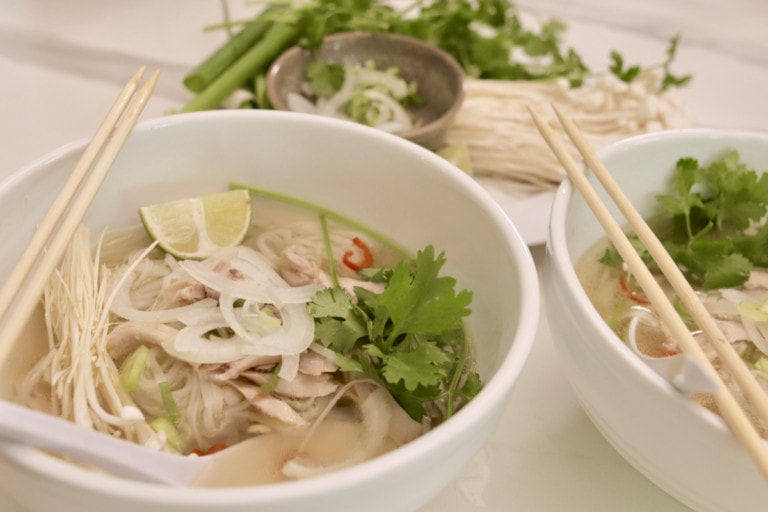 soupe tonkinoise au poulet (pho ga)
