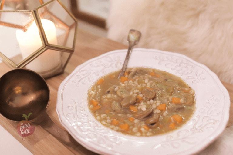 Soupe traditionnelle québécoise orge et haricots