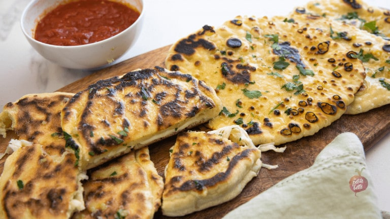 pizza pocket pain naan au fromage